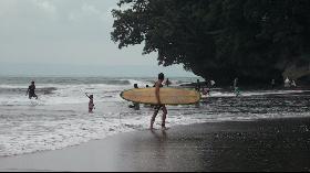 Menikmati Indahnya Pantai Batu Karas