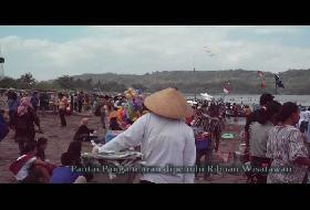 Ribuan Wisatawan Penuhi Pantai Pangandaran