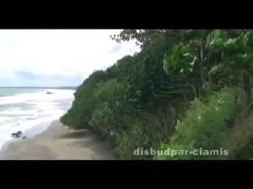 Karang Nini, Eksotisme Pantai Bertebing