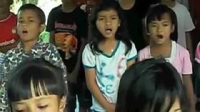 Anak-Anak Pangandaran Bernyanyi Bersama Meraih Mimpi