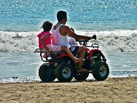 Bermain ATV di Pantai Pangandaran
