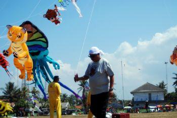 Festival Layang Layang (Pangandaran Internasional Kite Festival)
