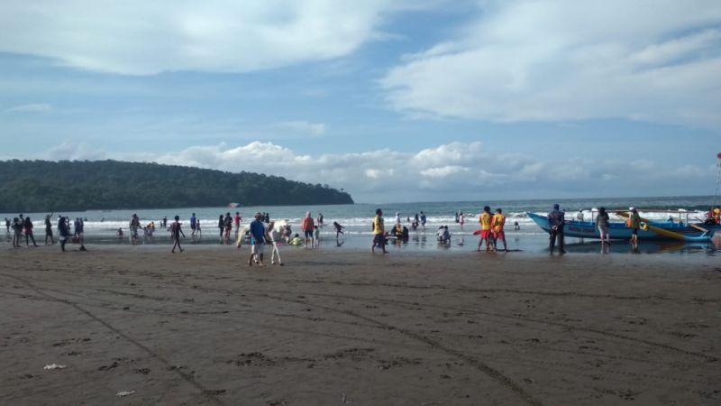 Jelang Pergantian Tahun, Pantai Pangandaran Masih Terlihat Cukup Lengang