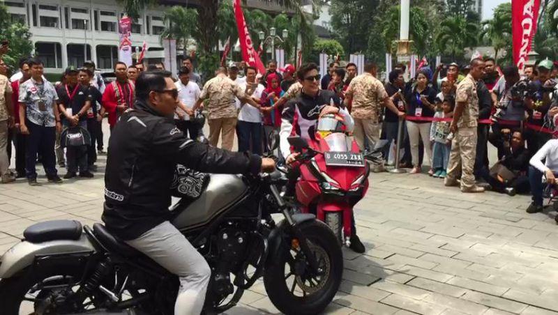 Naek Motor Gede, Ridwan Kamil Ajak Marc Marquez ke Pangandaran