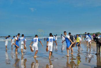 Persib Berlatih di Pantai Pangandaran