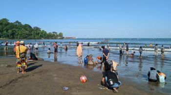 Suasana Libur Idul Adha 2020 di Pantai Barat Pangandaran