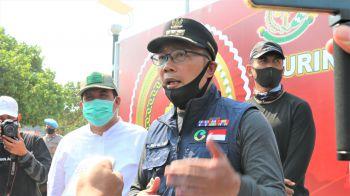Touring Bakti Sosial Bhayangkara Ke 74, Ridwan Kamil Berikan Sembako Kepada Warga Pangandaran